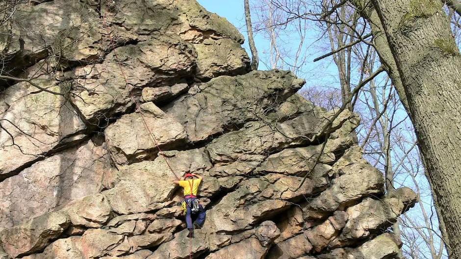 Er bietet eines der besten Kletterreviere im Odenwald.