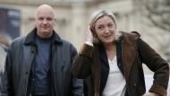 Enge Mitarbeiter von Le Pen in Polizeigewahrsam