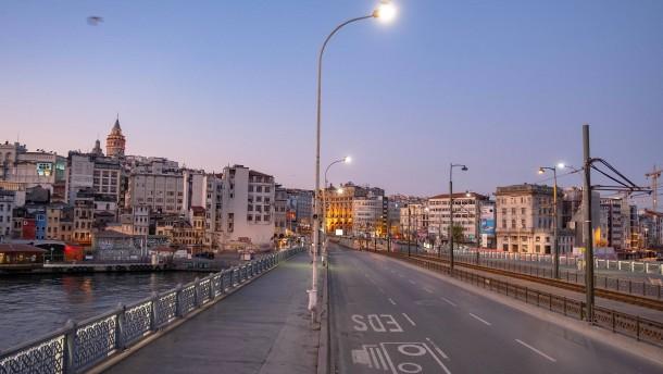 Türkei verhängt viertägiges Ausgehverbot