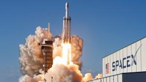 """Erfolgreicher Flug von """"Falcon Heavy"""""""