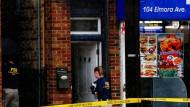 FBI-Beamte ermitteln am Montag an einem Haus in New York