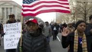 Filmregisseur Spike Lee demonstriert in Washington gegen Polizeigewalt in Amerika.
