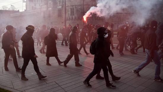 Anti-Front-National-Demonstration eskaliert