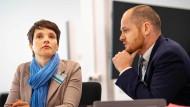 Petry und ihr Verteidiger Brunzel im Dresdner Landgericht