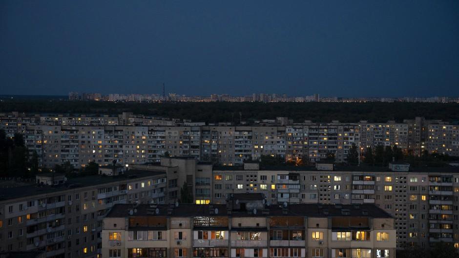 """""""Ja okay, die Landsleute hier kennen den Ausdruck entsorgen überhaupt nicht."""" Kiew bei Nacht."""