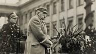 Wiedergeburt: Jozef Pilsudski spricht im November 1918 in Warschau.