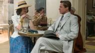 """Szene aus dem Film """"Allied"""": Sitzt Ihnen ein schöner Mann gegenüber, so werden Sie vermutlich nur einen Salat bestellen."""