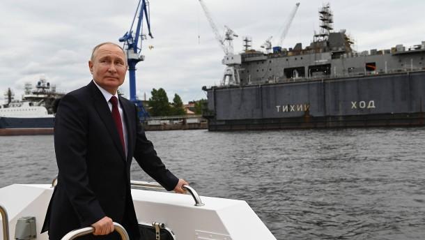Putin feiert die russische Marine