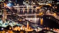 Im Glanz der Nacht: Die Mainbrücken und die Altstadt mit Dom und Schirn