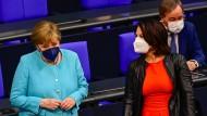 Merkels letzte Regierungserklärung: Umringt von Kandidaten