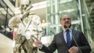 SPD-Chef Schulz kritisiert von der Leyen