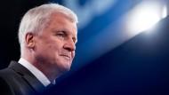 """""""Will nicht in gebückter Haltung durch Bayern gehen müssen und hoffen, dass mich keiner erkennt, weil meine politische Hinterlassenschaft gramvoll wäre"""", sagt der CSU-Vorsitzende Horst Seehofer in einem Interview"""