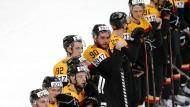 Geknickte Männer: Deutschlands Eishockeyspieler nach dem 4:5 gegen Amerika