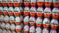 Überraschungseier im Supermarkt-Regal: Mussten Kinder dafür schuften?