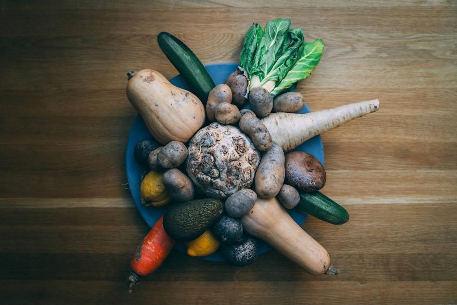 Zu groß, zu klein, zu krumm: Gerettetes Gemüse von Etepetete.