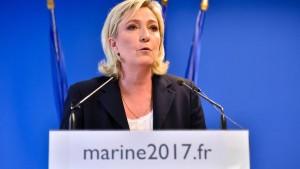 Le Pen verlangt Rücktritt des Innenministers