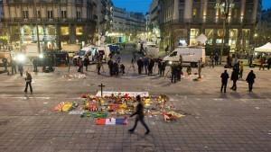 Trauer in einem zerstrittenen Land
