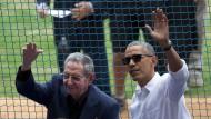 Selten waren die Beziehungen zwischen Kuba und Amerika so harmonisch. Raul Castro mit Barack Obama bei einem Baseballspiel im März 2016