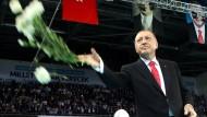 Erdogan auf einer Wahlkampf-Veranstaltung