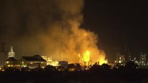 Ein Toter und mehrere Verletzte bei Explosion in Chemiefabrik