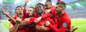 Pures Glücksgefühl: Die Eintracht bejubelt die Führung zum 1:0 – bis zum Finaleinzug musste das Team aber noch einiges überstehen.