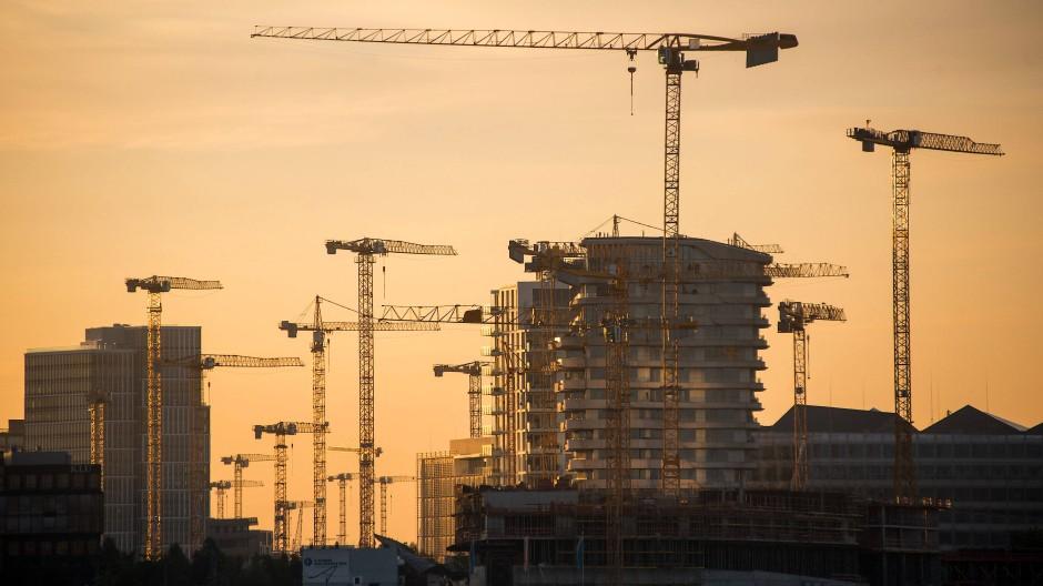 Baustelle in der Hamburger Hafencity: Die Konjunkturaussichten haben sich noch immer nicht aufgehellt.