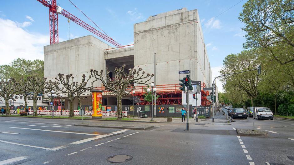 Baustelle des Museums Ernst in Wiesbaden: Seit einem Jahr verändert sich der Anblick beinahe täglich.