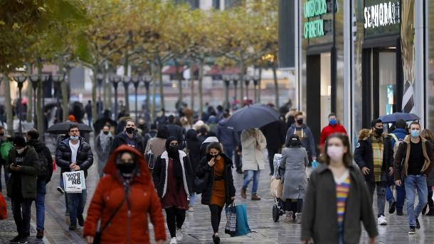 Warum an Gründonnerstag die Läden schon um 20 Uhr schließen