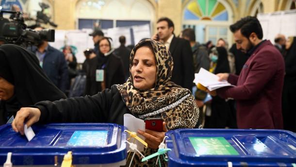 Parlamentswahl könnte Präsident Rohani schwächen