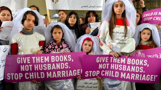 765 Millionen verheiratete Minderjährige