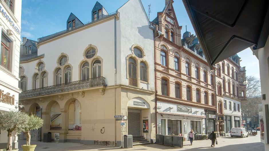 Schon lange kein Anziehungspunkt mehr: Das frühere Theater in der Wiesbadener Innenstadt ist baufällig.