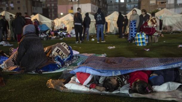 Tausende müssen in Zelten übernachten