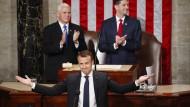 Stehende Ovationen: Die Mitglieder des Kongresses erfreuen sich an der Rede des französischen Präsidenten.