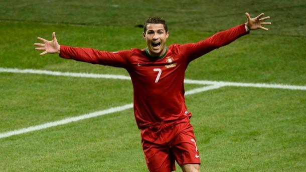 Ronaldo setzt sich gegen Ibrahimovic durch