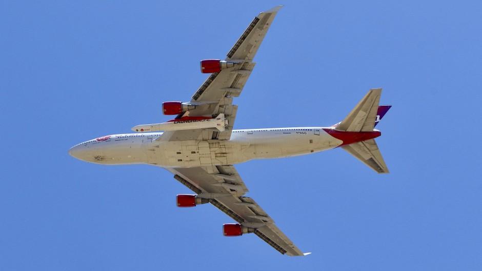 Eine modifizierte Boeing 747 sollte die Rakete von 10.000 Metern aus ins Weltall schießen.