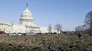 7000 Schuhe sollen vor dem Kapitol in Washington an durch Waffengewalt getötete Kinder erinnern.