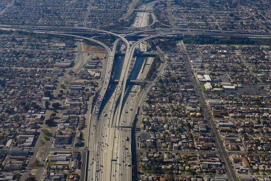 Der Ausbau des innerstädtischen Highway-Netzes zementierte die räumliche Segregation – und zerstörte zahlreiche vor allem afroamerikanisch geprägte Viertel.