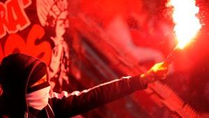Eintracht-Anhänger zerstören Hotellobby