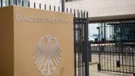 Die Einfahrt zum Bundesgerichtshof in Karlsruhe