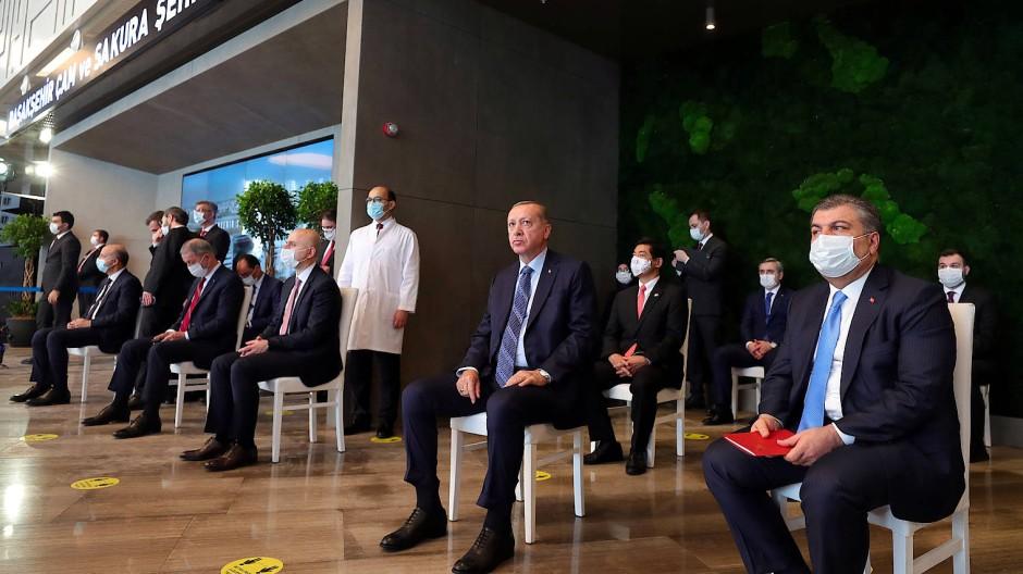 Erdogan zu Besuch in einem Krankenhaus in Istanbul