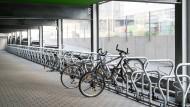 Gähnende Leere: Das Interesse an einem Stellplatz in der Fahrradgarage am Hauptbahnhof hält sich in Grenzen.