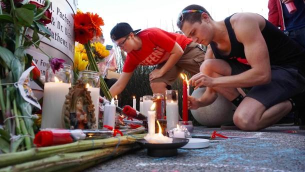 Rufe nach Liebe und schärferem Waffenrecht