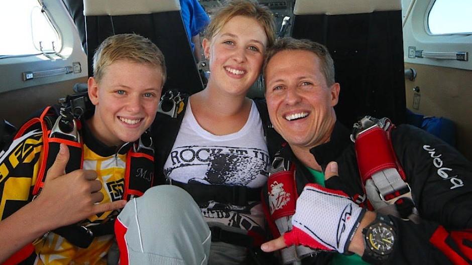 Schumacher (r) mit seinen Kindern Mick Schumacher und Gina-Maria Schumacher