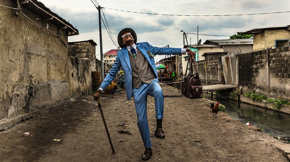 Der raffinierte Pfau: Elie Fontaine Nsassoni, 45 Jahre alt, Besitzer eines Taxis, Sapeur seit seinem zehnten Lebensjahr, in Brazzaville.