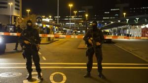 Teilevakuierung und Festnahmen am Amsterdamer Flughafen