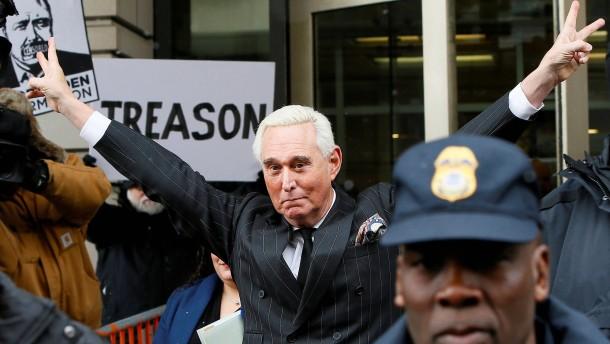 Trump bewahrt früheren Berater Stone vor dem Gefängnis