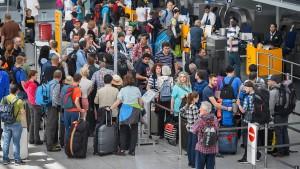 Brite bittet am Flughafen um Asyl in Deutschland