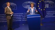 Ursula von der Leyen mit dem Präsidenten des Europäischen Parlaments, dem Sozialdemokraten David Sassoli