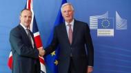 Dominic Raab, der neuen britischen Brexit-Minister, und Michel Barnier, Brexit-Unterhändler der EU