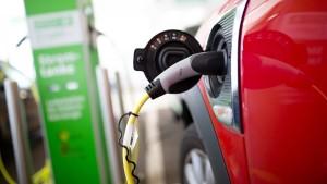 Elektroautos und die Entdeckung der Langsamkeit